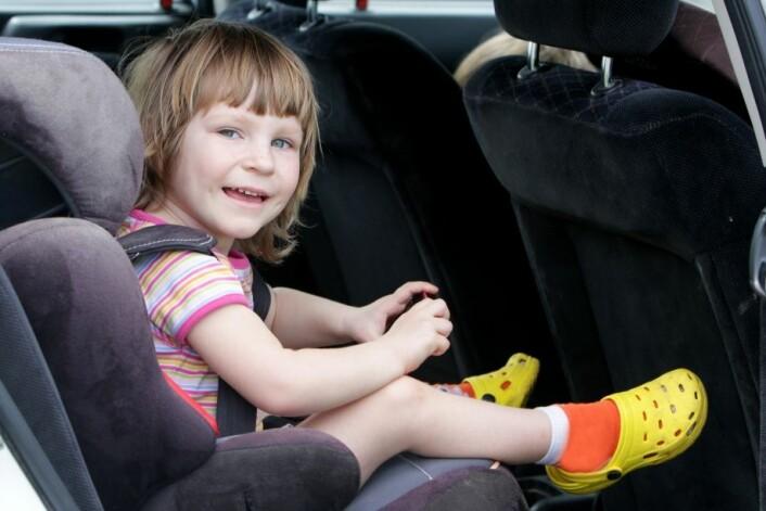Yngre barn er ikke godt nok sikret i bil, mener svensk forsker. (Foto: Colourbox)
