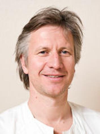 Professor Kjetil Sunde forteller at et stille hjerte i noen tilfeller kan startes med HLR.