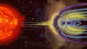 Illustrasjonen viser hvordan partikler (i gult) sendes ut fra sola, og sniker seg inn der jordas magnetfelt er svakest, ved polene. Land langt nord og sør, som Norge, er derfor mest utsatt for skadelige konsekvenser fra solstormer. (Illustrasjon: NASA)