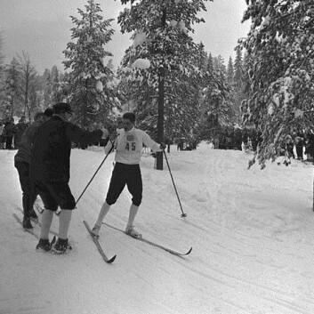 Gjermund Eggen under VM i 1966, då idrettssamarbeidet blomstra i nord. (Foto: Henrik Ørsted/ Oslo Museum, Wikimedia Commons)