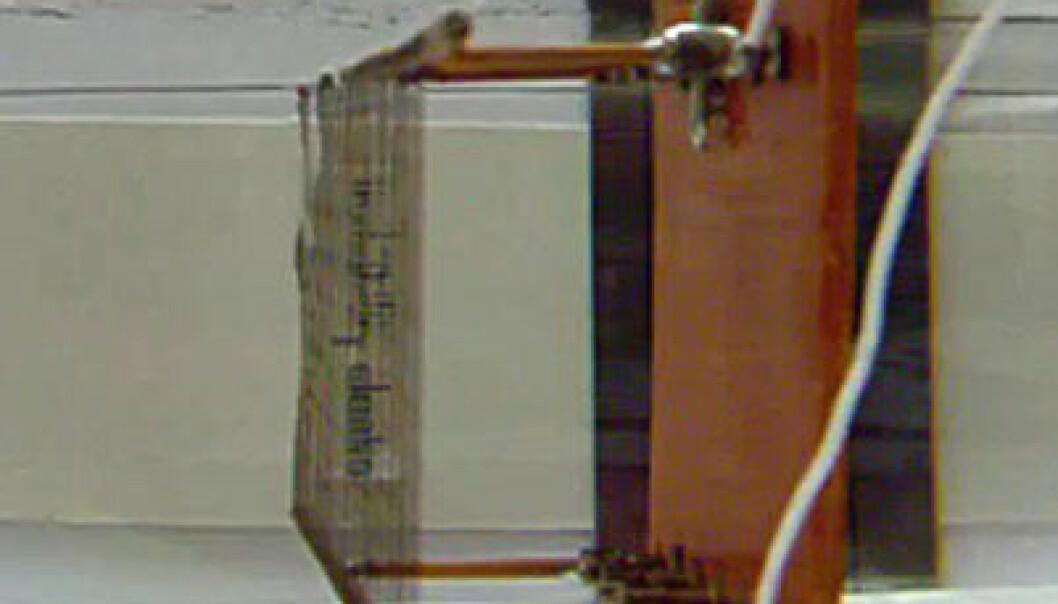 Eksperimentet med teppet av nanorør. Hentet fra YouTube-videoen. University of Texas Dallas