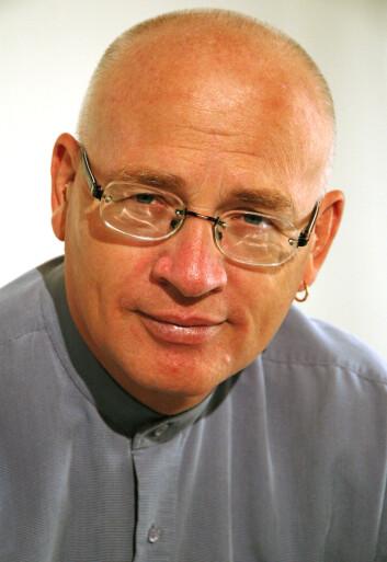 Språkprofessor Rolf Theil syns det er artig med språk som er ulikt vårt eget. (Foto: UiO)