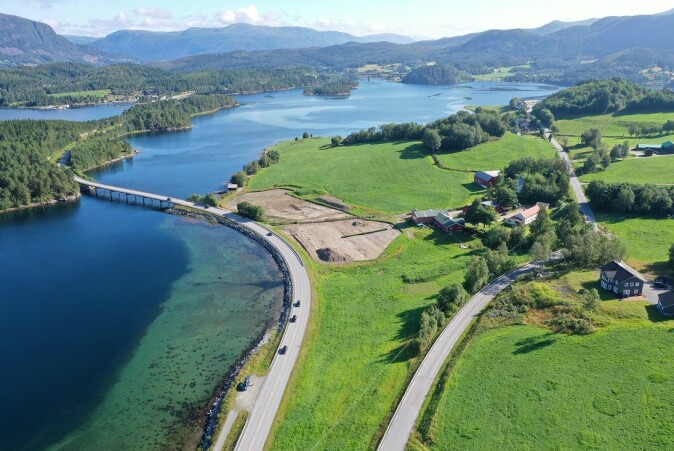 The work with the textiles from Hestnes is part of the archaeological excavation that was carried out before the construction of the new E39 highway between Betna and Stormyra in Heim municipality. The Norwegian Public Roads Administration is funding the work.