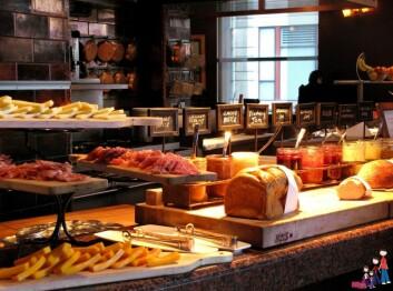 Når du er trøtt er det risikosport å ha fri tilgang til så mye mat du vil. Da spiser du mer, og også mer av den mest smakfulle - og dessverre ofte også mest usunne - maten. (Foto: Jody Halsted/Flickr Creative Commons)