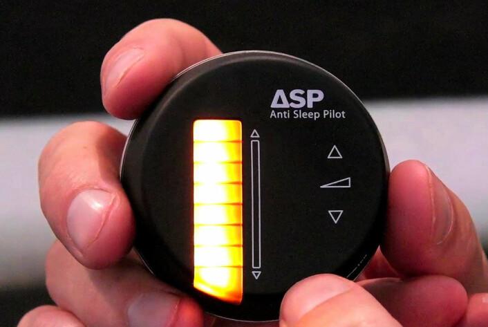 På tide med en hvil: Anti Sleep Pilot lyser rødt (Foto: Arnfinn Christensen)