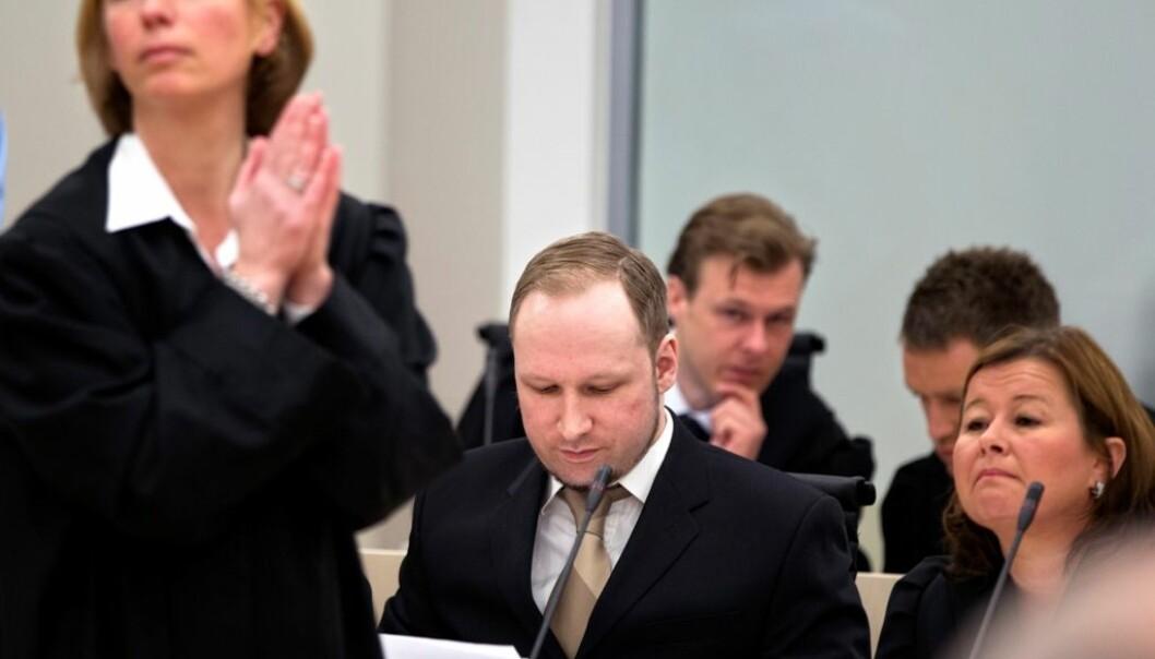 Fra v. aktor Inga Bejer Engh, tiltalte Anders Behring Breivik og hans forsvarer Vibeke Hein Bæra. Gisle Oddstad VG/Scanpix