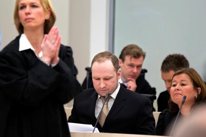 Fra v. aktor Inga Bejer Engh, tiltalte Anders Behring Breivik og hans forsvarer Vibeke Hein Bæra. (Foto: Gisle Oddstad VG/Scanpix)