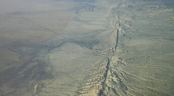 Hvorfor fører noen jordskjelv til enorme skader, mens andre blir borte langt under bakken?