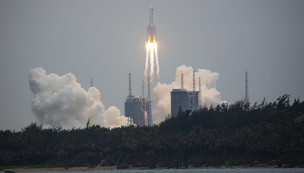 Long March 5B-raketten som fraktet hovedmodulen til en kinesisk romstasjon, ble sendt opp fra Wenchang i den sørlige provinsen Hainan torsdag 29. april. Forskere frykter nå et ukontrollert nedfall av romraketten.