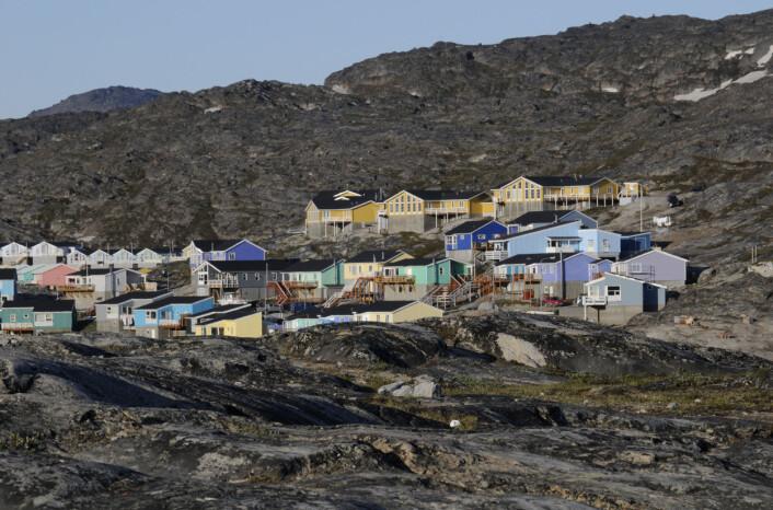 Tettstedet Sermermiutsletten på Grønland (Foto: Colourbox)