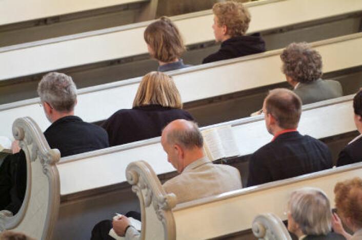 De som går i kirken har lavere blodtrykk. Men forskerne vet ikke om det er god helse som gir religiøse vaner eller om det er troen som gir bedre helse. (Foto: iStockphoto)