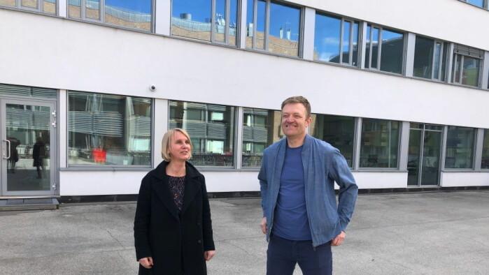 Både Jostein Askim og Cathrine Holst forsker på svensk og norsk håndtering av pandemien.
