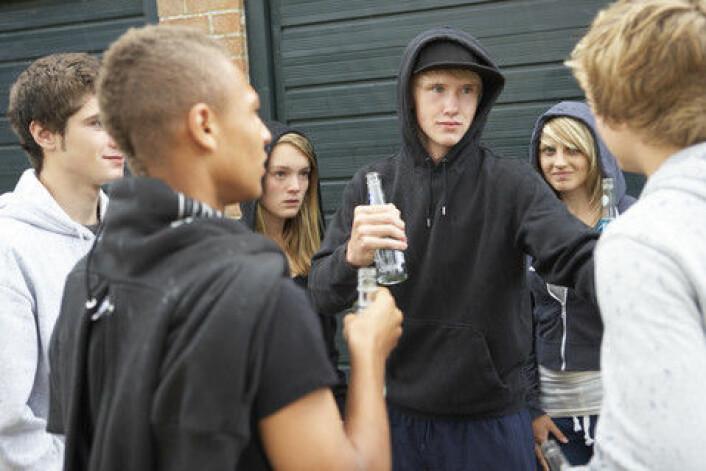 """""""Svenske tenåringer drikker mindre enn før. Noe overraskende ser det ut til at jenter drikker mer enn gutter."""" (Foto: Colourbox)"""