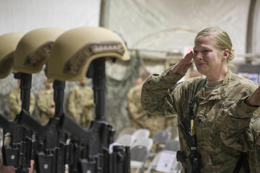 USAs lengste krig har kostet 2442 amerikanske soldater og anslagsvis 3800 amerikanere ansatt i private sikkerhetsselskap livet. 1144 soldater fra andre land er også drept, blant dem ti norske.