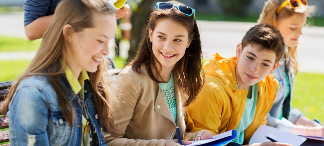 Forskere kan ha funnet ut hvorfor jenter er flinkere på skolen enn gutter