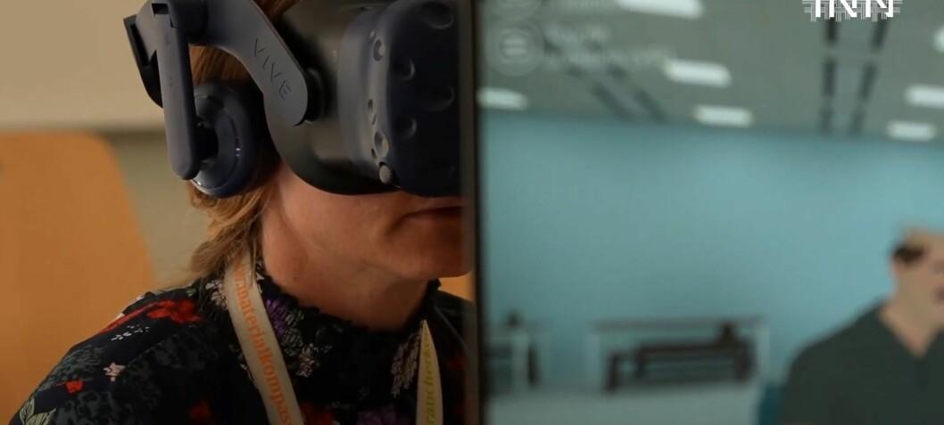 Lærerstudenter øver seg på foreldresamtaler – i VR