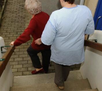 Hverdagsaktiviteter som å gå på trapper kan bli nesten uoverkommelige. Det skyldes at lungefunksjonen er sterkt redusert. (Foto: Colourbox)