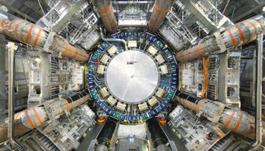 """""""Bildet viser hullet som er gravd ut til ATLAS-deketoren, 100 meter under bakkenivået. (Foto: CERN)"""""""