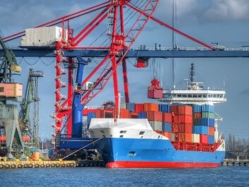 Når lasten er tatt av, blir skipet fylt med ballastvann. (Foto: Shutterstock)