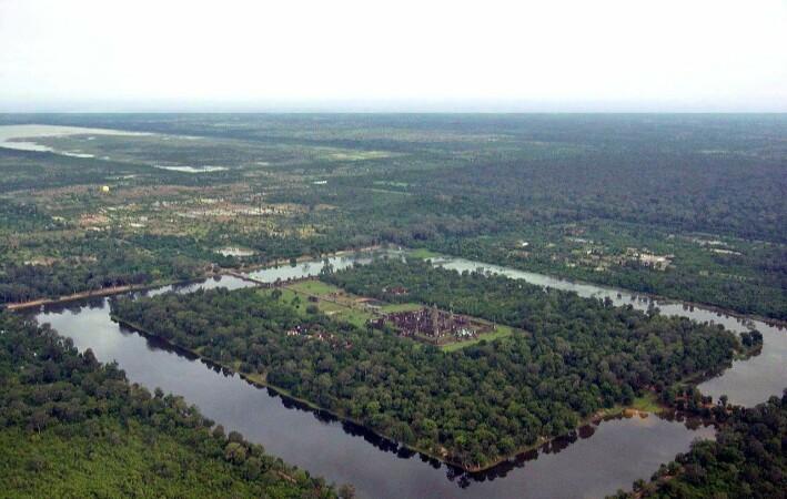 Deler av Angkor Wat sett fra luften. Området rundt kan ha vært hjem til nesten en million mennesker da det var på høyden.