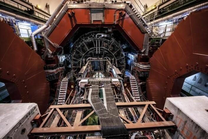 Partikkeldetektoren ALICE. I de neste to årene vil det ikke være eksperimenter ved CERN, mens partikkelakseleratoren blir oppgradert. Så langt har den bare kjørt på halv styrke. (Foto: Kristian Secher)