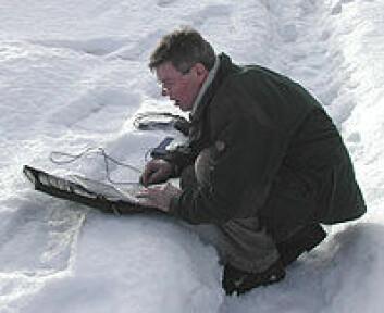 """""""Norge: Snødybde og temperatur måles og noteres i GeoBloggen på PCen. Når en annen PC kommer nær nok, vil informasjonen hoppe over til den."""""""
