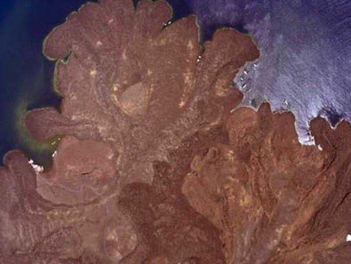 Størknete lavastrømmer fra de siste 500 år på øya Nea Kamini tatt i mai 2012. (Foto: NERC)