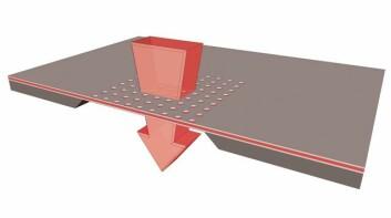 """Illustrasjonen viser hvordan blodprøven trekkes gjennom det fotoniske krystallet. """"De riktige"""" proteinene fanges så opp i hullene i membranen og blir raskt analysert. (Foto: (Illustrasjon: Sintef IKT))"""
