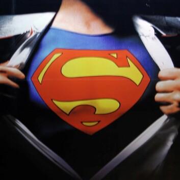 Supermann er både flink til å fly og til å skifte i telefonkiosker, selv om sistnevnte er noe supermann har gjort svært sjelden i sin lange karriere. (Foto: Xurble/Flickr Creative Commons)