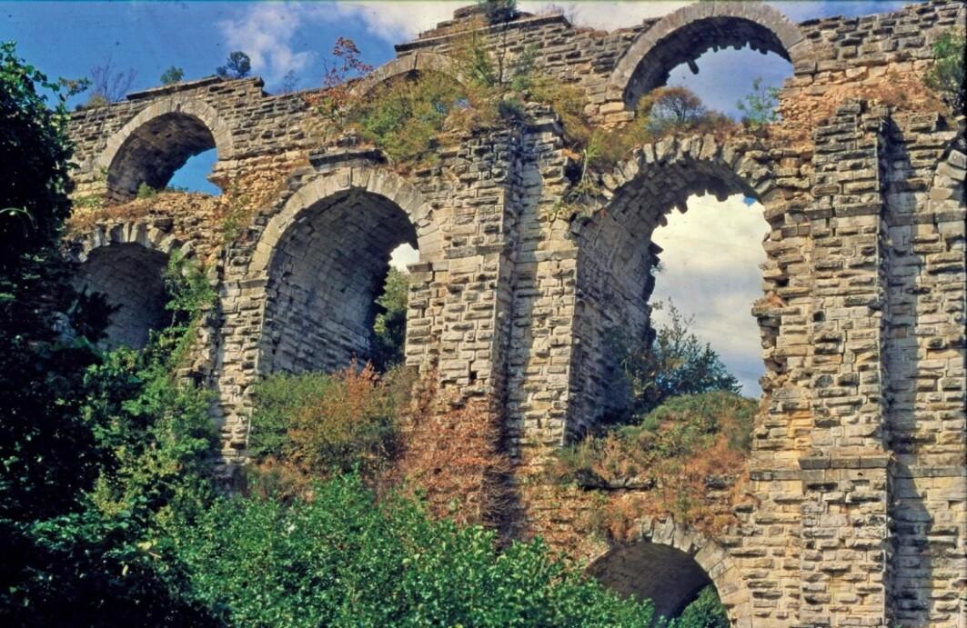 To vannkanaler gikk over Kunsurlegerme-broen i dagens Tyrkia, har forskere funnet ut. Den ene over den andre. Det var praktisk å ha en reserve-kanal under vedlikeholdsarbeid og rengjøring.