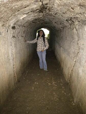 Dr. Gül Sürmelihindi i en av tunnelene i den 426 kilometer lange vannkanalen.