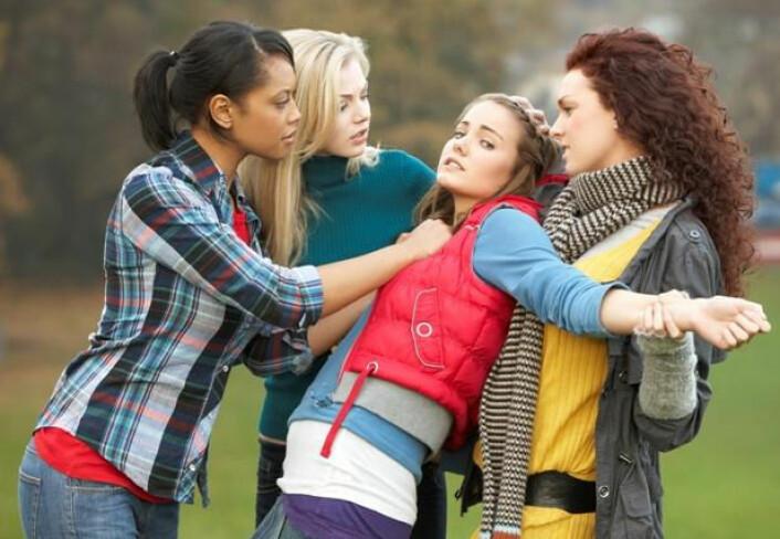 Mediene bommer når de skriver om voldelige «jentegjenger». I virkeligheten oppstår mesteparten av jentevolden mellom ganske få jenter i et raskt øyeblikk. Med volden markerer jentene at de ikke vil tåle hva som helst. (Foto: Colourbox)