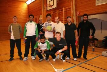 Innebandytrening for norsk-pakistanske menn. (Foto: Torunn Gjerustad)