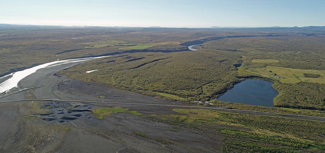 The small lake Ástjörn is located so high above the river that a megaflood is required for water to enter. As a result, the researchers could use flood sediments from Ástjörn to estimate the size of such floods.