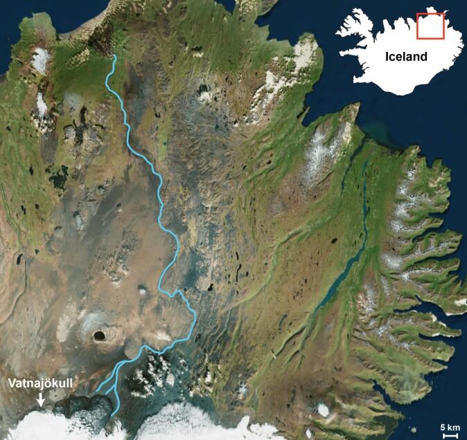 The river Jökulsá á Fjöllum leads meltwater from Vatnajökull to the ocean.