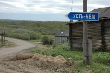 """""""PÅ VEG: Skiltet viser veg til landsbyen Ust Nem, som betyr osen fra elva Nemi."""""""