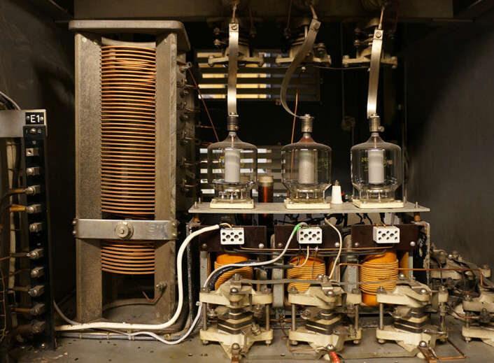 Radiosenderen hadde en effekt på 10 kilowatt. Det krevde godt dimensjonert elektronikk. (Foto: Arnfinn Christensen)