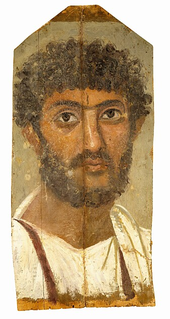 Mumieportrett av en mann fra Ar-Rubayât i Fajum-distriktet i det romerske Egypt, c. 150-200 e.Kr. Mannen har mørkt, krøllete hår og fullskjegg.