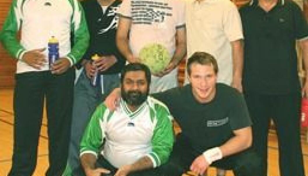 Innebandytrening for norsk-pakistanske menn. Torunn Gjerustad