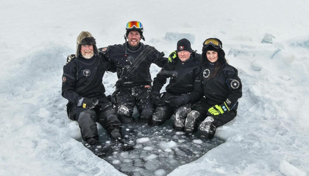Dykkerteamet på dette toktet i Arven etter Nansen regi, kom fra NPI og fra venstre: Haakon Hop, Peter Leopold, Mikko Vihtakari, and Amalia Keck.