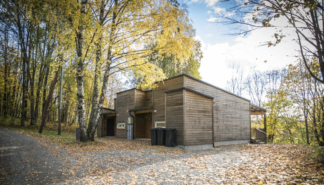 To småhus i Semsveien i Asker, hver på 42 kvadratmeter. Boligene fra 2017 har skjermet inngangsparti og terrasse. Det er mulig å bygge skillevegg mellom stue og soverom hvis beboeren ønsker separat soverom.