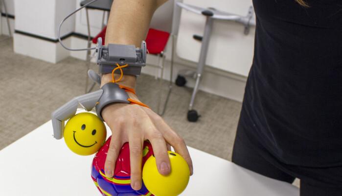 Etter de hadde vennet seg til robot-fingeren, brukte de også de andre fingrene på en annen måte.