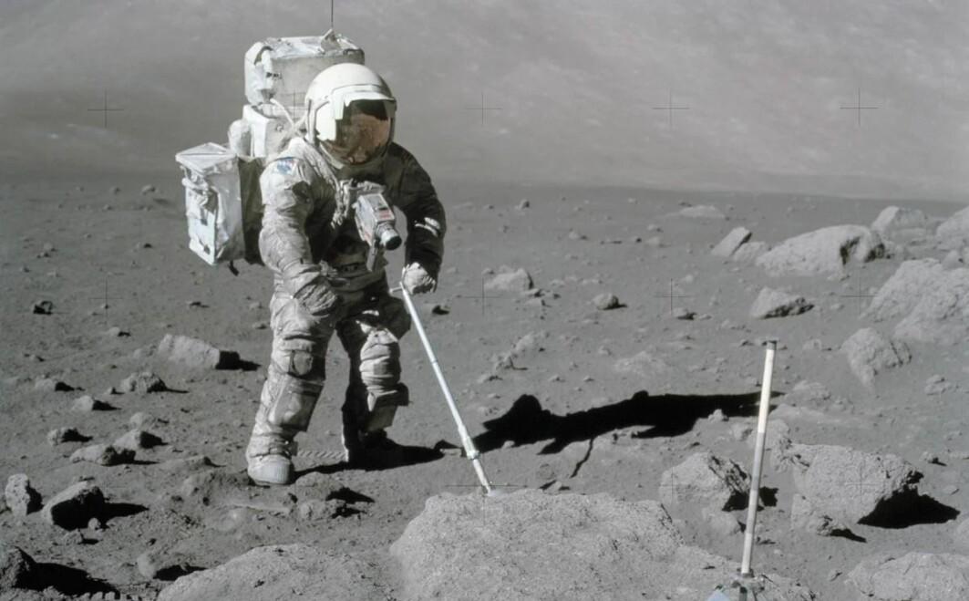 Når astronauter igjen skal reise til månen, kan det kanskje bli med en norsk sensor i romdrakten. Her er astronaut Harrison Schmitt på månen for nærmere 50 år siden.