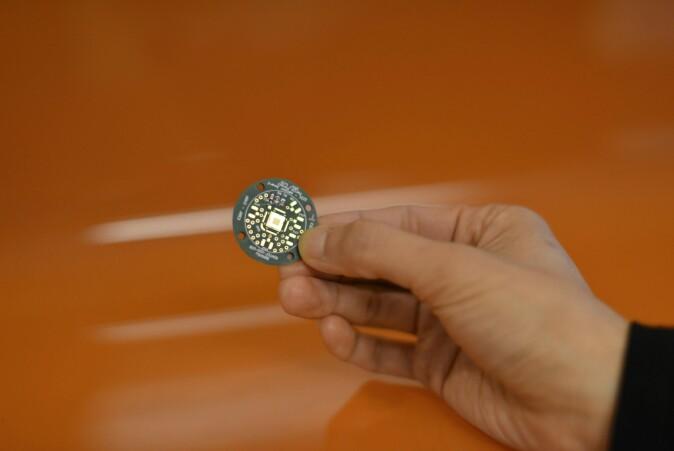 Denne lille sensoren vil både måle hvilke stråler astronautene blir utsatt for, hvor store strålingsdosene er og beregne skadene de har på kroppen.