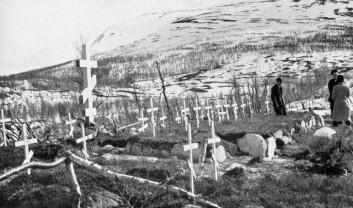 Bare 2000 av de 11 000 russiske krigsfangene som hviler i norsk jord, er identifisert. (Foto: Riksarkivet, Leiv Kreybergs arkiv)