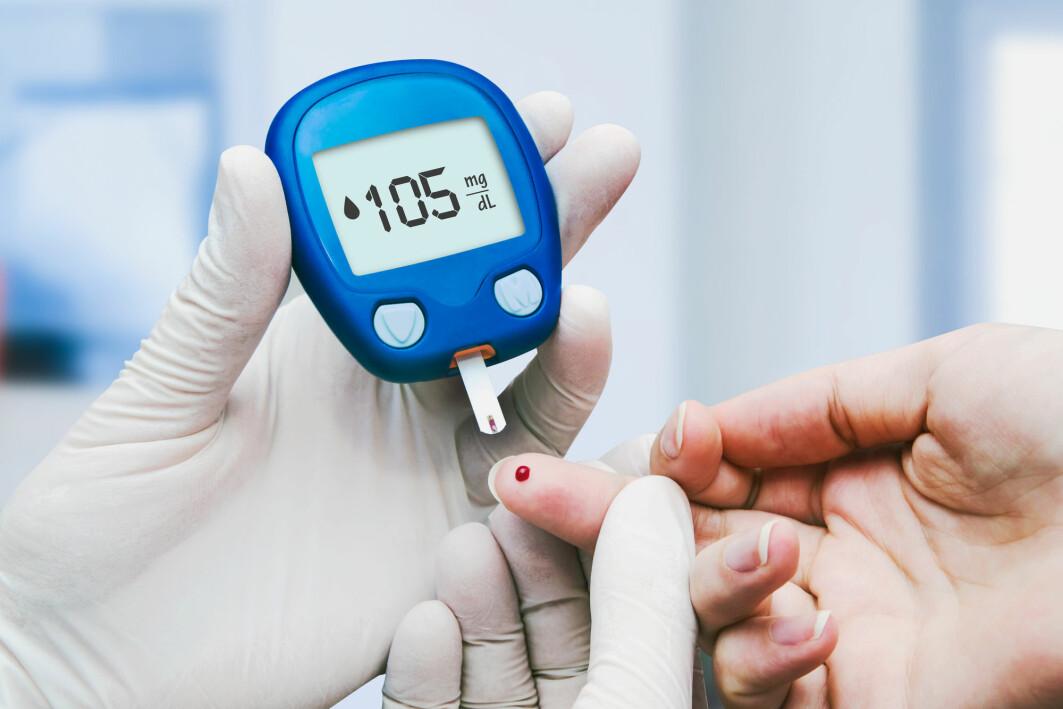 Måling av blodsukkeret hos en diabetespasient.