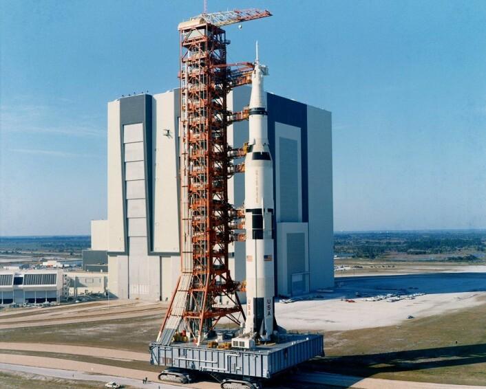 Denne raketten er over 110 meter høy, og består stort sett av drivstoff. Det er mye energi som trengs for å unnslippe jordoverflaten.