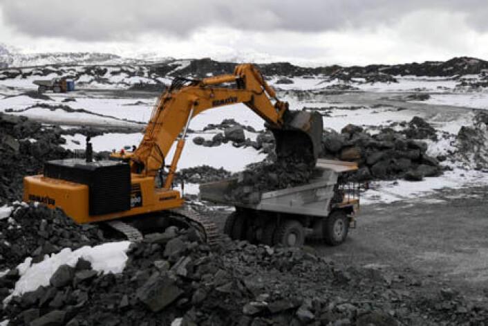 PUKK: Norge eksporterer pukk for 858 millioner kroner. Dette er pukkverket Bremanger Quarry AS ved Svelgen i Sogn og Fjordane. Foto: Peer-Richard Neeb