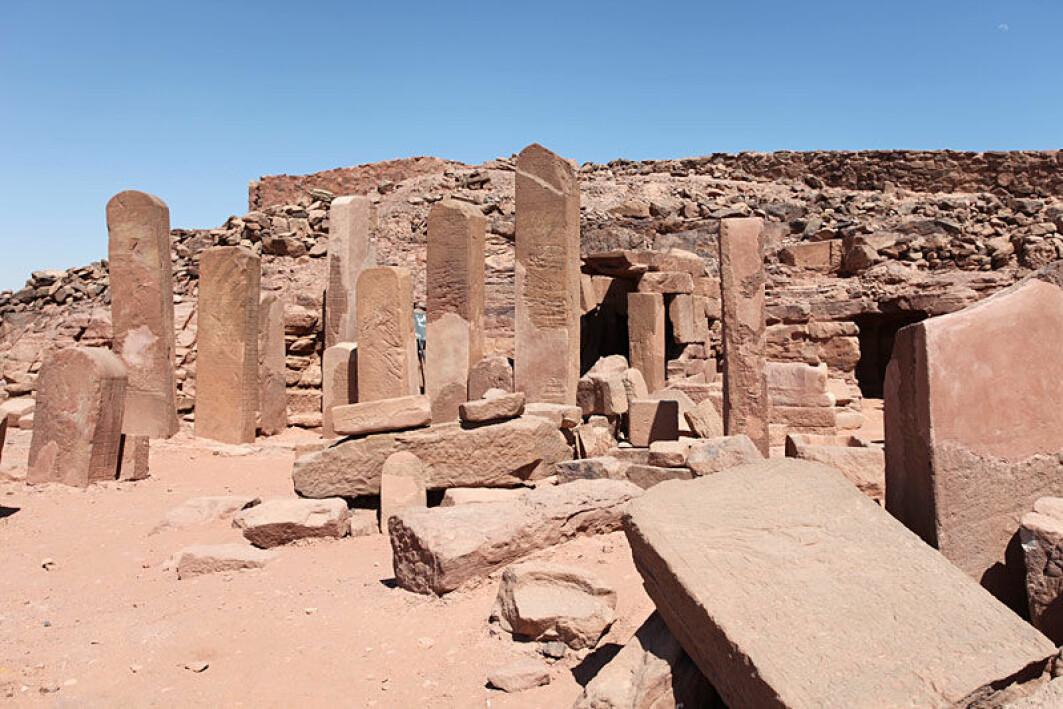 Serabit el-Khadim er et avsidesliggende sted, selv etter Sinai-standard. Likevel ligger det et tempel her, tilegnet Hathor.