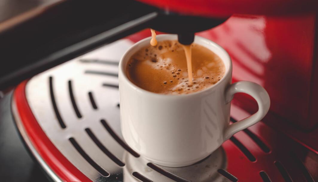 Kaffe kan absolutt gjøre deg mer våken. Men det veier aldri opp for søvn, ifølge forskere.